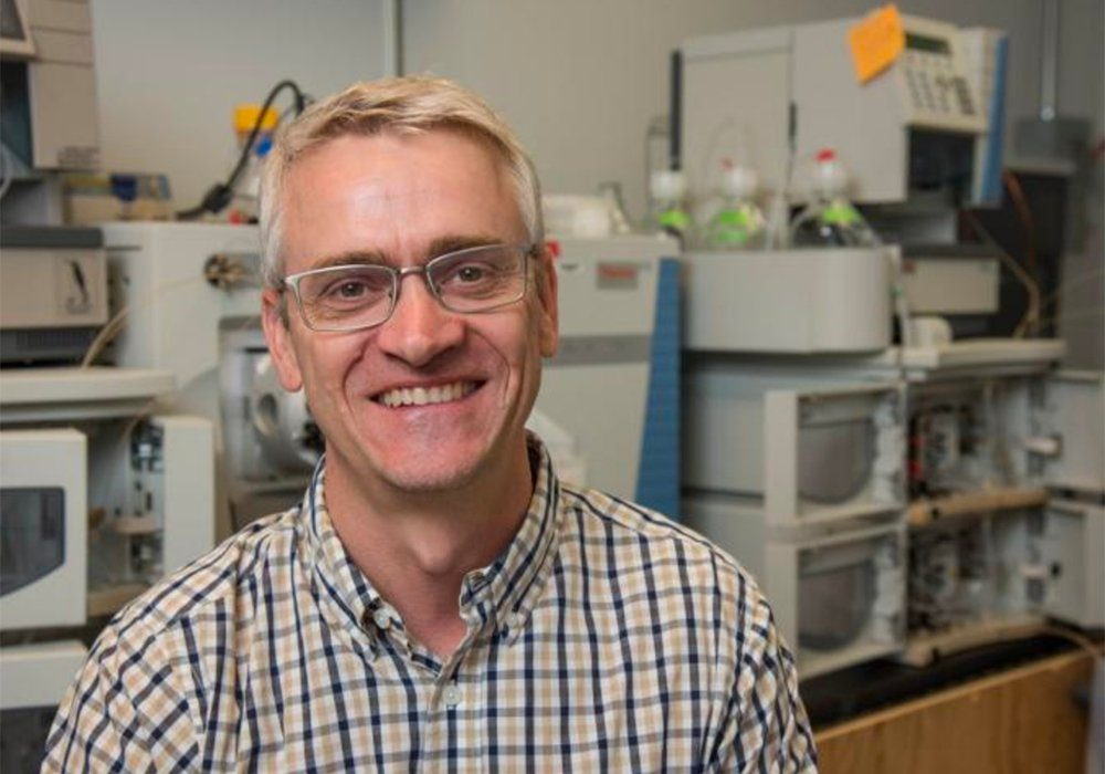 Jay Thelen, professor of biochemistry in the University of Missouri's College of Agriculture, Food and Natural Resources, says researchers have found a way to extract oil from leaves.
